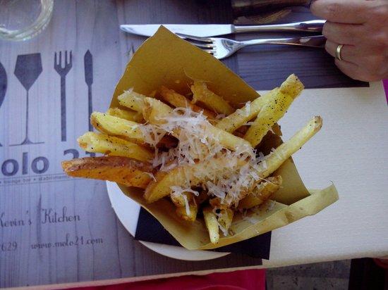 Molo 21: Patatine fritte cacio e pepe