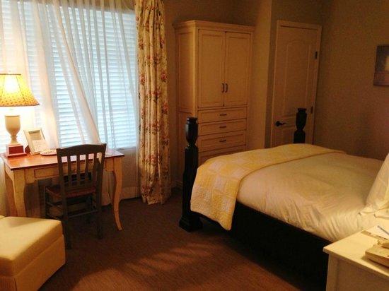 Inn at Playa Del Rey: Queen Bedroom