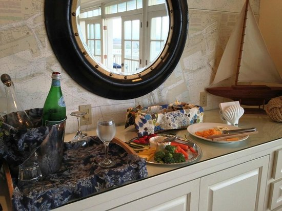 Inn at Playa Del Rey: Evening Wine and Cheese