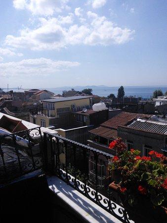Elfida Suites : terrasse du petit déjeuner