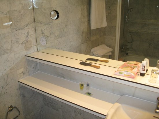 Onix Fira Hotel: bathroom