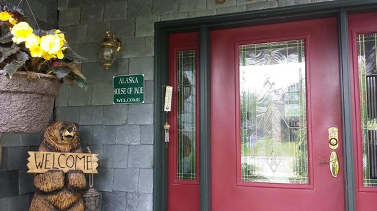 Alaska House of Jade Bed and Breakfast : Welcoming Entrance