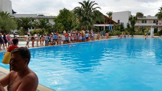 In piscina con pepito foto di villaggio giardini d for Pepito piscina