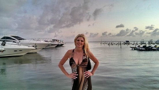 Hyatt Zilara Cancun: Wife the dock for the  Dinner Cruise