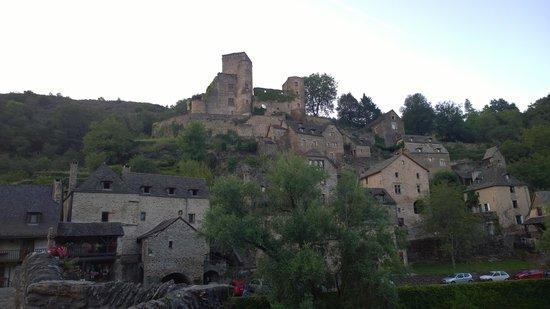 Chateau Belcastel : Belcastel in the evening