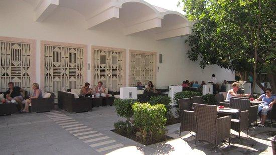 The Orangers Beach Resort & Bungalows: Relax Bar Area