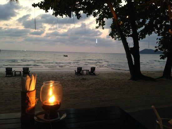 Le Vimarn Cottages & Spa : นั่งดูพระอาทิตย์ตกยามค่ำ ชอบมาก