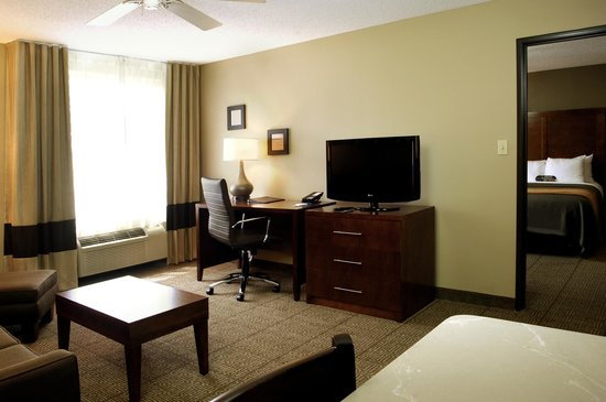 Comfort Inn North Polaris: Suite Living area