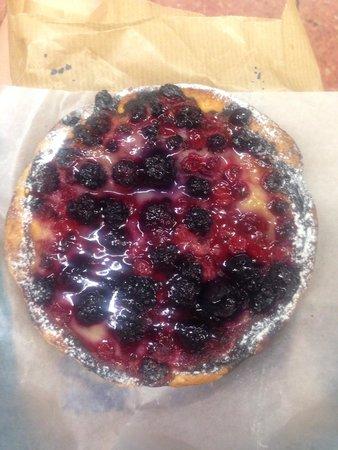 Baluard Barceloneta: Blackberry tart!