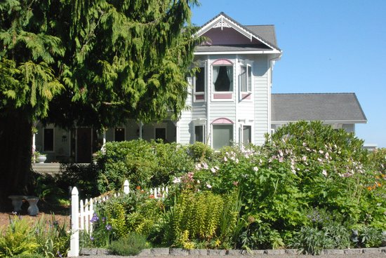 Sea Cliff Gardens Bed & Breakfast: Front View of Bed & Breakfast