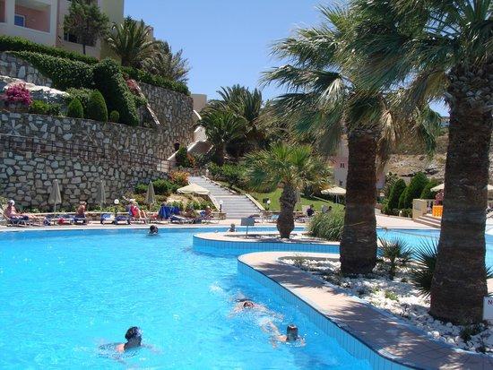 CHC Athina Palace Resort & Spa: active pool