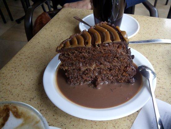 Sweet & Coffee : Tarta de chocolate, toffe y salsa de chocolate... Una Bomba!