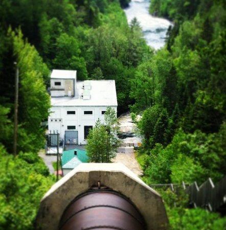 Les Sept-Chutes : Vue sur la Centrale hydroélectrique toujours en opération après 100 ans
