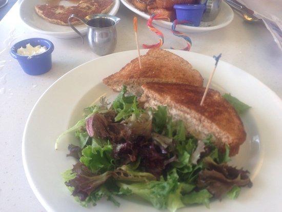The Cottage La Jolla : Not good! Soggy bread, average tuna! Passss