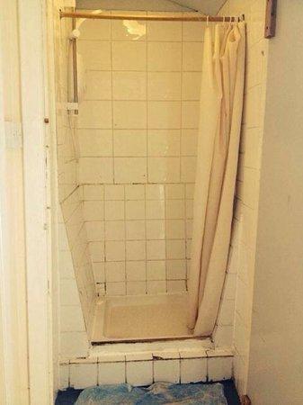 Bluesky Hostel: Disgusting shower