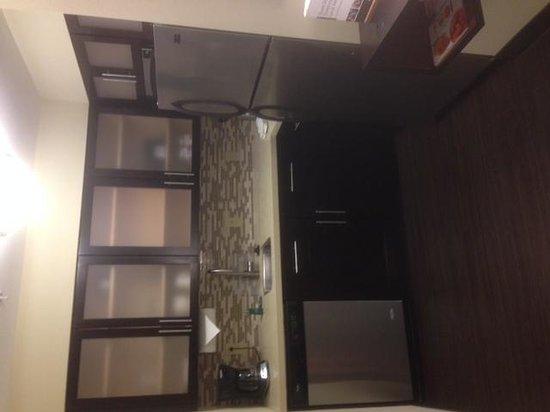 Staybridge Suites Buffalo-Amherst: Kitchen in room