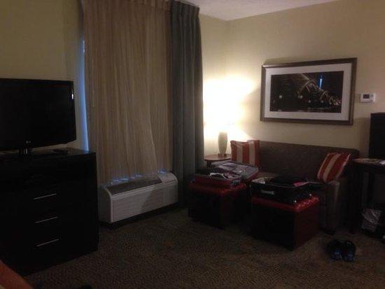 Staybridge Suites Buffalo-Amherst: Room