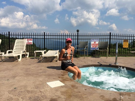 Switzerland Inn: Great view from the pool/hot tubs!