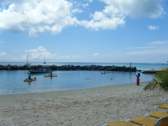 Coco Reef Tobago: View from private beach