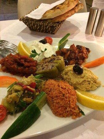 Amedros Cafe & Restaurant: Mezzes variados en Amedros