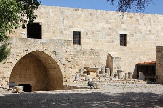 Palepaphos, Sanctuary of Aphrodite: внутренний дворик