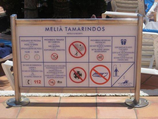 Melia Tamarindos: großer Pool-Verbotstafel