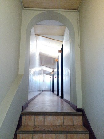 Hotel Cassitel: corridor 101-106