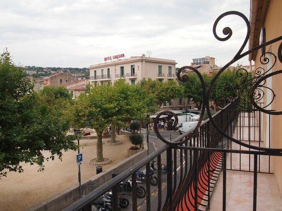 Hotel Cassitel: Town side