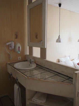 Hotel Cassitel: Bath...room? )