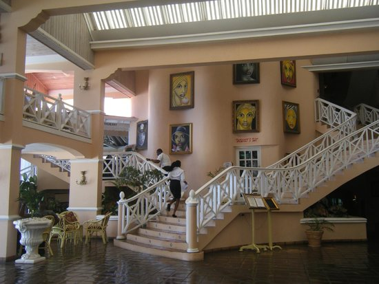 Coco Reef Tobago: Inside the hotel, stairs up to the restaurant