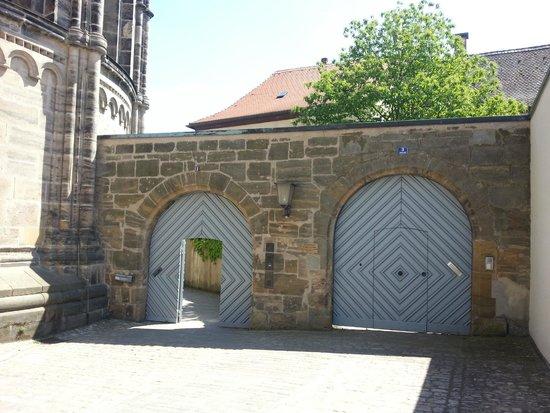Bamberger Dom : За этими воротами был обнаружен туалет