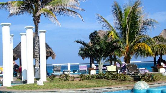 Paradisus Cancun: zona de albercas y playa