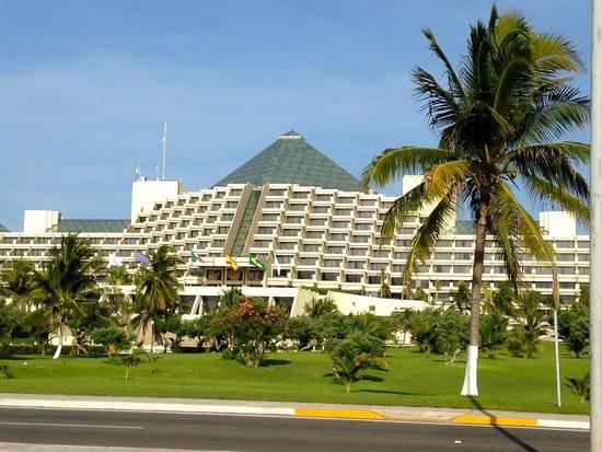 Paradisus Cancun: fachada del hotel