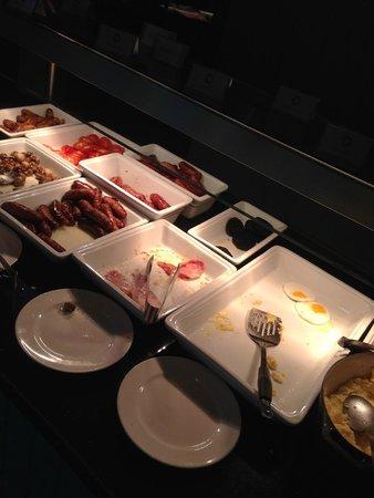 The Bristol: Breakfast needing refills
