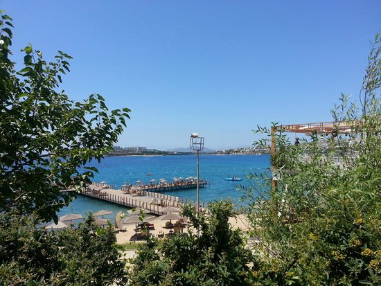 Kefaluka Resort : Heading Down To Beach