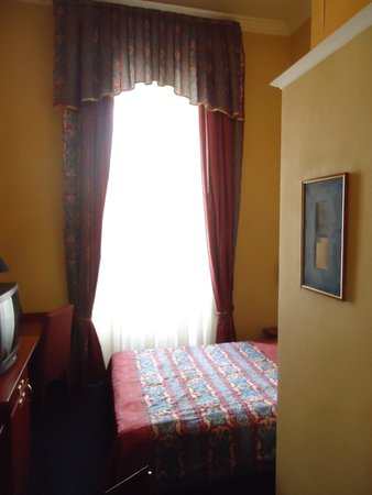 Leo Panzio Hotel: My single room