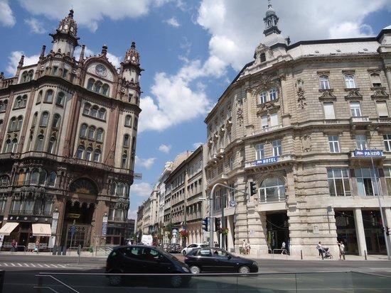 The exterior - Leo Panzio Hotel
