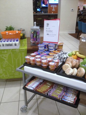 Hilton Garden Inn Knoxville/University: Grab N Go breakfast set up for Diving Nationals