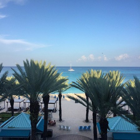 The Westin Grand Cayman Seven Mile Beach Resort & Spa: View from Deluxe Oceanfront Room