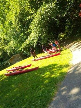 Takaya Tours : kayaks on the grass
