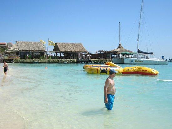 Holiday Inn Resort Aruba - Beach Resort & Casino: Happy Hour