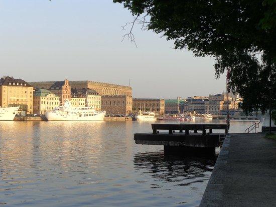 STF af Chapman & Skeppsholmen Hostel : vista por perto do hostel as quase 6 da manhã