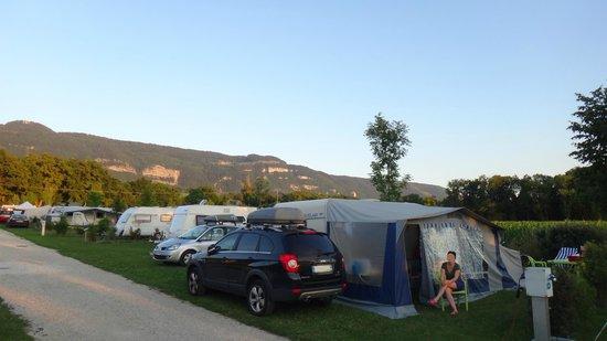 Camping La Colombière : emplacement grand confort ( au moins120 m²) avec électricité 16 amp et eau + évacuation