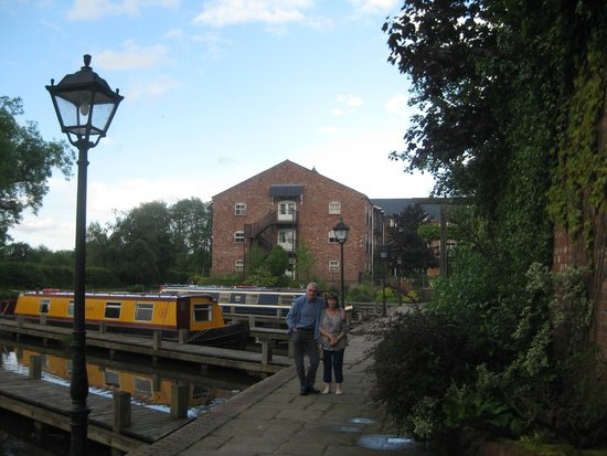 Lion Quays: Canalside ...
