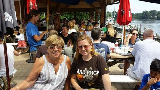 Cantler's Riverside Inn: Eating at the deck