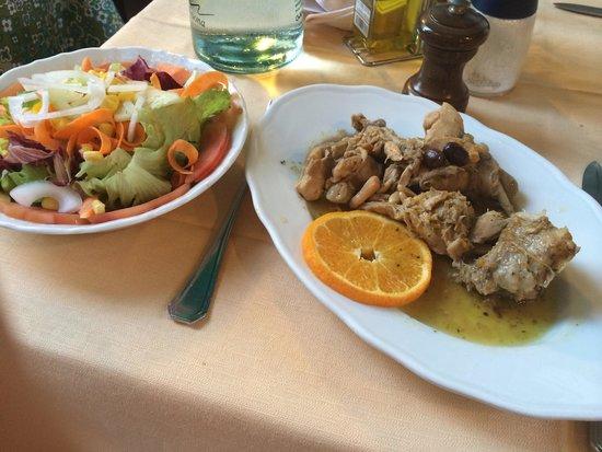 Antico Borgo: Gemischter Salat und das Kaninchen ligurischer Art