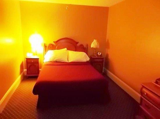 Inn at Jim Thorpe: NICE SIZE BED