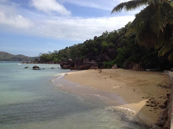 Le Domaine de La Reserve: la petite plage avec des kayaks a disposition