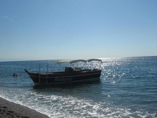 Atahotel Naxos Beach: утренний пляж
