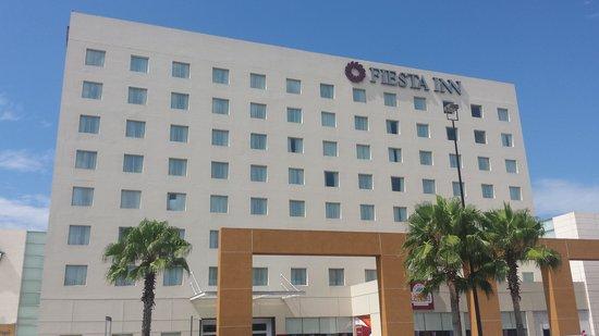 Fiesta Inn Tepic: Fachada del hotel